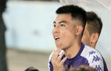 Đức Huy cà khịa hai đàn anh lớn tuổi nhất Hà Nội FC vì đăng nhiều status và chỉ biết uống nước lọc