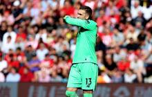 """Thủ môn Adrian từ người hùng thành """"tội đồ"""": Giữa tuần giành Siêu cúp châu Âu cho Liverpool, cuối tuần dâng cỗ mời đội bạn xơi bằng sai lầm siêu ngớ ngẩn"""