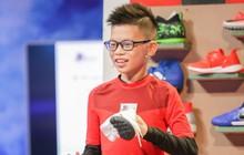 Shark nhí: Cậu bé 11 tuổi đem chữ ký của đội tuyển Việt Nam tặng ban cố vấn