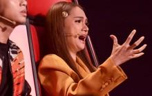 Giọng hát Việt nhí: Hương Giang bật khóc nghẹn ngào khiến Lưu Thiên Hương ôm an ủi vì xúc động