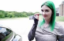 Quá nản vì hay quên chìa khóa, cô gái làm ca phẫu thuật như phim viễn tưởng: Cấy chip vào người, vẫy tay là cửa mở