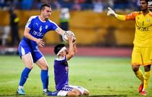 """Cầu thủ đối phương chắp tay cầu nguyện, phá bĩnh pha ăn mừng bàn thắng """"vàng"""" của Văn Quyết"""