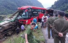 Xe khách giường nằm đâm đuôi xe tải lúc rạng sáng, 2 người chết, 12 người nhập viện cấp cứu