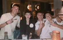 Lần đầu đứng chung khung hình cùng dàn tuyển thủ U23 Việt Nam, Hiền Hồ bẽn lẽn như fangirl chính hiệu!