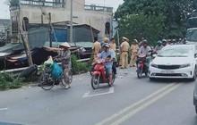 2 chiếc xe máy dính chặt sau va chạm, người vợ và con tử vong tại chỗ, người chồng nguy kịch