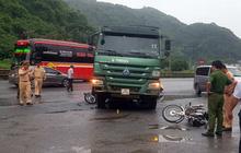 Va chạm với xe tải, 2 du khách nước ngoài thương vong