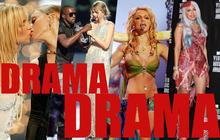 """VMAs chính là lễ trao giải """"điên rồ"""" nhất thế giới: Nụ hôn đồng tính của Britney, ca sĩ mặc váy thịt bò, chỉ trích trên sóng trực tiếp và chửi nhau ngay hậu trường"""