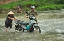 """Về vùng cao Bắc Giang nhìn người dân quanh năm vượt sông, lội suối để ra khỏi """"lũy tre làng"""""""