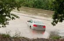 Giận dỗi vì sinh nhật chỉ được tặng mỗi chiếc BMW, dân chơi Ấn Độ lạnh lùng cho xe xuống sông uống trà đá với Hà Bá