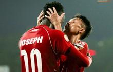 Cầu thủ V.League ăn mừng bàn thắng bằng nụ hôn vừa lạ vừa gây đỏ mặt trong chiến thắng trên SVĐ Lạch Tray