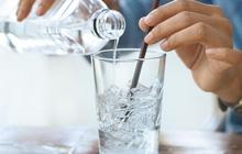 Thói quen uống nước của nhiều người vào mùa hè khiến chàng trai 28 tuổi bị nhồi máu cơ tim cấp tính