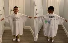 Tặng con trai ngày đầu tiên đi học chiếc áo siêu to khổng lồ, bà mẹ khiến dân mạng thán phục khi biết ý nghĩa đằng sau của nó