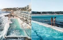 """Một chiếc hồ bơi giữa biển ư? Nghe hơi vô lí nhưng lại là địa điểm có thật và khiến nhiều du khách """"phát cuồng"""" khi đến Sydney đó!"""