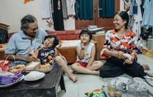 """Chuyện nữ bác sĩ 53 tuổi sinh đôi 2 bé gái ở Hà Nội: """"Tôi có được con là tốt lắm rồi, không có chúng đời tôi còn khổ hơn nữa"""""""