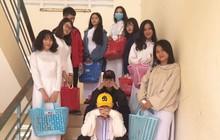 Lầy lội mang làn đi chợ của mẹ đến trường thay vì ba lô, nhóm học sinh nhận bão like cùng vô vàn lời khen của dân mạng