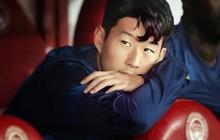 Son Heung-min gây sốt với biểu cảm buồn bã khi phải ngồi dự bị nhưng các fan còn phát hiện thêm một chi tiết đáng chú ý từ bàn tay anh chàng
