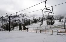 Cảnh tượng hiếm gặp: Tuyết rơi mùa hè ở California