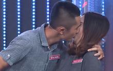 Trước khi hẹn hò với Sĩ Thanh, Huỳnh Phương từng hôn bạn gái cũ đắm đuối trên truyền hình