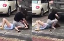 """Bất ngờ gặp """"tiểu tam"""" đi trên đường, vợ lao vào đánh ghen khiến dân mạng khiếp sợ"""