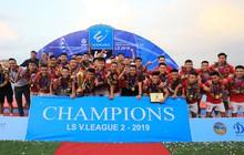 Cầu thủ Hà Tĩnh FC hân hoan nâng Cúp vô địch giải Hạng Nhất, chính thức lên hạng V.League 2020