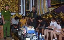 """100 cảnh sát đột kích quán karaoke, bắt quả tang hàng chục nam nữ """"phê"""" ma túy"""
