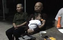 """Cháu bé hơn một tuổi bị bỏ rơi trước cổng chùa kèm tờ giấy """"nhờ nuôi con hết đời, không vấn vương gì hết"""""""