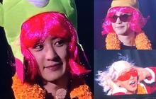 """Chanyeol (EXO) tóc hồng môi đỏ chứng tỏ xinh trai làm dân tình khóc thét: """"Fan Thái Lan đã làm gì oppa của chúng tôi thế này?"""""""