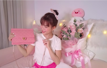 Rút kinh nghiệm từ vụ hàng fake để đời, Huỳnh Phương tặng hẳn túi Chanel hơn 100 triệu để Sĩ Thanh đập hộp