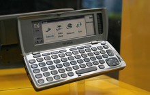 Nhìn lại Nokia 9210 Communicator: Chiếc điện thoại trong mơ của những ai ao ước làm doanh nhân thành đạt 19 năm trước
