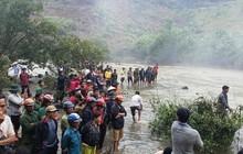 Tìm kiếm thủng cả xuồng vẫn chưa thấy 3 thanh niên mất tích khi tắm thác