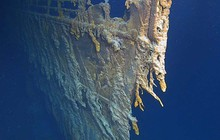 Con tàu Titanic huyền thoại đang tan rã vào đại dương