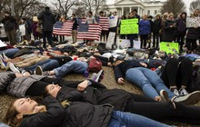 Bắt cô gái 18 tuổi dọa bắn 400 người