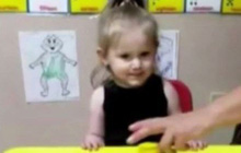 Bỏ quên bé gái 2 tuổi trên ô tô suốt nhiều tiếng, người trông trẻ vô tình giết chết đứa con độc nhất của 1 gia đình hiếm muộn