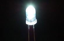 """Nhóm các nhà khoa học làm ra được """"pin Mặt Trời ngược"""", ở trong bóng tối cũng tạo được điện"""