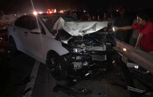 Va chạm với ô tô, hai vợ chồng cùng con trai tử vong thương tâm