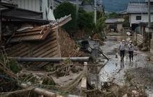 Người dân Nhật Bản thu dọn đống đổ nát hoang tàn sau siêu bão Hagibis