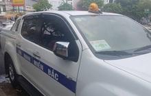 """Tạm giữ ô tô mang logo """"An ninh Miền Bắc"""" gắn đèn ưu tiên lùi ngược chiều tại Cần Thơ"""