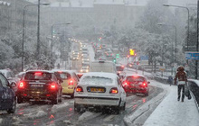 Tuyết rơi dày ở miền Đông Nam nước Pháp gây thiệt hại nặng