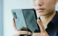 """Giá 50 triệu đắt hơn cả iPhone 11 Pro Max, vì sao Galaxy Fold vẫn """"cháy hàng"""" ở Việt Nam và ai là người mua?"""