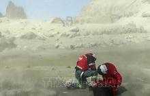 Chấp nhận mạo hiểm tìm kiếm 8 thi thể còn mắc kẹt trong ngọn núi lửa trên Đảo Trắng