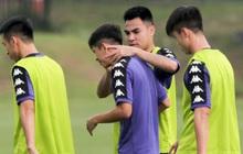 """Huy """"râu"""" túm cổ bắt nạt đàn em, Hà Nội FC tập buổi cuối trước ngày đấu đối thủ mạnh từ Thái Lan"""