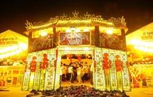 """Choáng ngợp trước cổng trại Tết siêu hoành tráng của """"trường người ta"""": Bên ngoài khổng lồ, bên trong rực rỡ như kinh đô ánh sáng"""