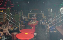 Hàng chục dân chơi phê ma tuý thủ súng đạn trong quán bar Holiday Club