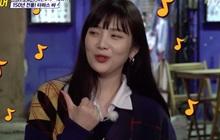 Được hỏi nghĩ tới bài hát nào khi nhìn thấy con hẻm, Joy hát ngay bản hit của Red Velvet chẳng liên quan khiến ai cũng phải bật cười