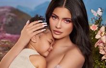 Mê mẩn trước nhan sắc xuất thần của nữ tỷ phú Kylie Jenner cùng con gái, kéo đến clip hậu trường còn xuất sắc hơn!