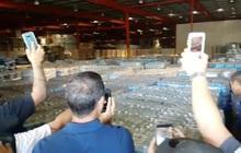 Mỹ: Dân thiếu thốn, cả kho hàng cứu trợ để mốc meo