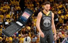 Nhận lương gần 760 tỷ đồng/năm, thế nhưng ngôi sao bóng rổ vẫn chỉ dùng điện thoại nắp gập cổ điển