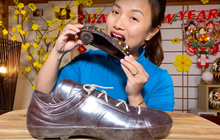 Thêm một điều kỳ lạ của nước Nhật trong vlog của Quỳnh Trần JP: Giày cao gót ăn được, bé Sa còn cực thích món này