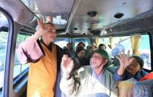 """Ấm lòng những """"Chuyến xe nghĩa tình"""" đưa hàng trăm bệnh nhân về quê ăn Tết ở Đà Nẵng"""