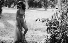 """3 tips chụp ảnh trắng đen hớp hồn như Selena Gomez: """"Dễ chơi dễ trúng thưởng"""", deep hết phần thiên hạ"""